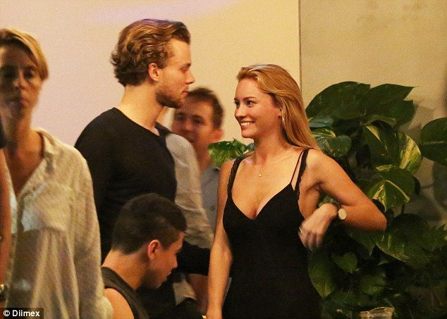 | 5SOS ASHTON IRWIN DINES OUT WITH MODEL GIRLFRIEND BRYANA HOLLY (VIDEO) | http://www.boybands.co.uk