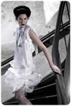 Geïnspireerd door geometrische vormen ontwikkelt Jorise de Jong kleding met sculpturale precisie. Veel van haar ontwerpen hebben een speels en jong karakter. Hier is een nieuwe jassenlijn aan toegevoegd: jassen waarin je thuiskomt, comfortabel en beschermend. In samenwerking met Wet & Dry heeft JdJ Fashion, ook voor de regenachtige en de zonnige weersomstandigheden, elegante jassen ontworpen, ademend en waterdicht.