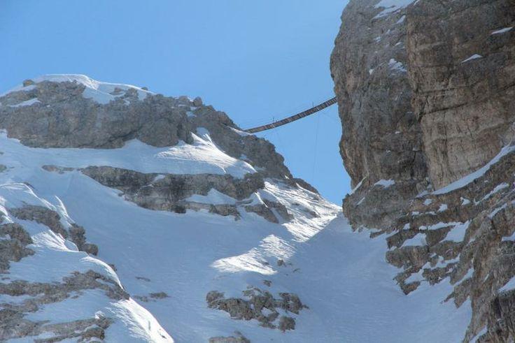 Il ponte sospeso diventato famoso per il film Cliffhanger è italiano! Wow, da brivido!! (clicca la foto)