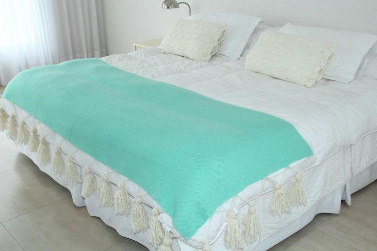 Pie de cama de llama con pompones de lana, $690 en http://ofeliafeliz.com.ar