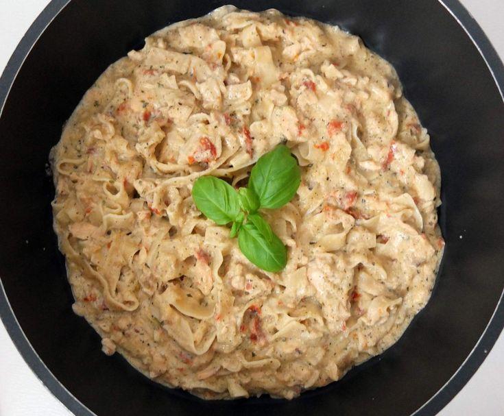 Rezept One Pot Pasta - Lachsnudeln in Sahnesosse von Schirmle - Rezept der Kategorie Hauptgerichte mit Fisch & Meeresfrüchten