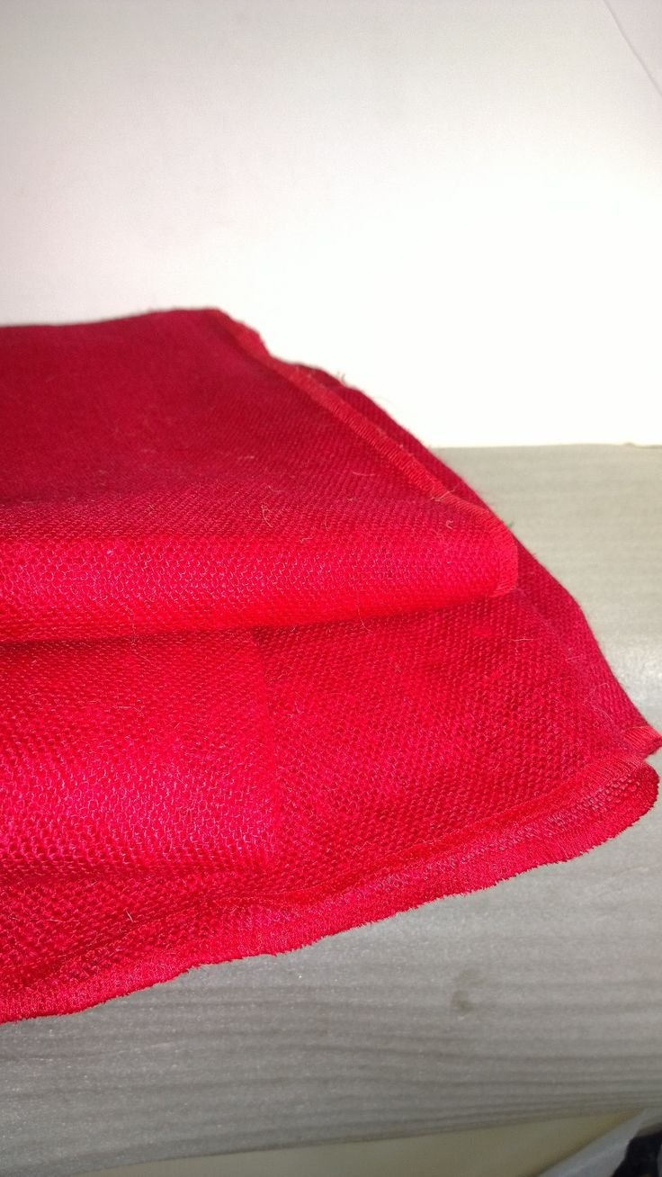 With a natural rustic charm, this round red burlap tablecloth is the perfect way to go shabby chic.