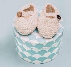 Super nuttede små strikkede sko til babyen.