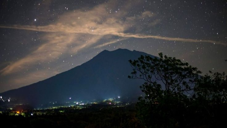 Waiting for the eruption  ||  More than 100,000 people have fled their homes as they wait for Bali's Mount Agung to erupt. http://www.bbc.co.uk/news/world-asia-41452111