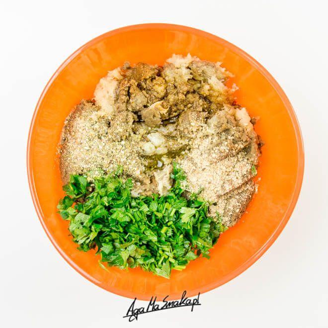 Soczewica to jedna z moich ulubionych roślin strączkowych. Powodem mojego uwielbienia są zarówno jej wartości odżywcze, uniwersalność zastosowania, ale również fakt, że znakomicie sprawdza się u osób, które dopiero zaczynają kulinarną przygodę ze strączkami.Soczewica - wartości...