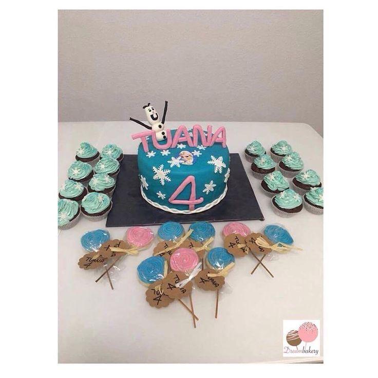 Elsa Doğumgünü Konsepti ��❄️☃️ #annaundelsa #elsa #olaf #frozen #elsacake #frozenmuffins #4th #birthdaycake #4yaş #doğumgünüpastası #tuana4yasinda #kurabiye #cookies #kekseamstiel #mavipembe #tasarımpasta #butikpasta #fondantcake #fondanttorte #cakeart #sugarcake #instabake #instacake http://misstagram.com/ipost/1552348074285578913/?code=BWLDFlPjbqh