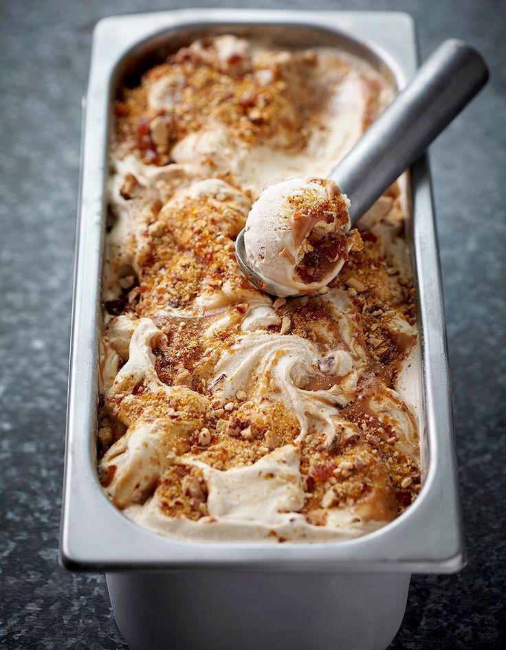 Recette Glace à la cannelle Thermomix : Préparez la crème anglaise en mettant dans le bol les jaunes d'œufs, le sucre, le lait et la cannelle, faites chau...