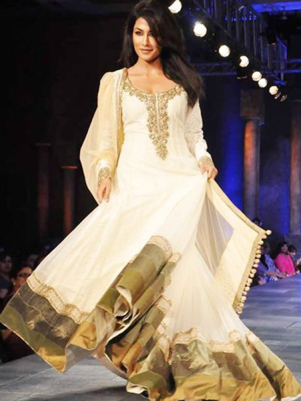 Floor-length anarkali suits are very much in vogue. We particularly like this one on Chitrangada Singh as it stands out for its rich golden border. And who'd dare to defy the magical combination of white and gold?!