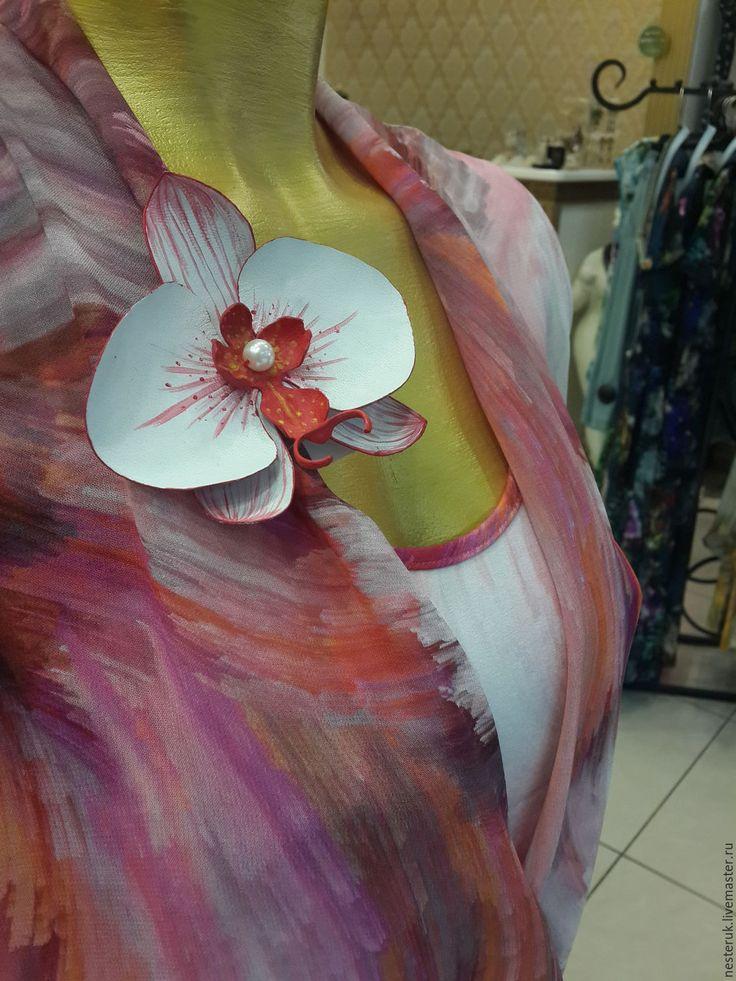 Купить Брошь из кожи. Цветы из кожи. Орхидея. - белый, кожаный цветок, цветок, цветок из кожи