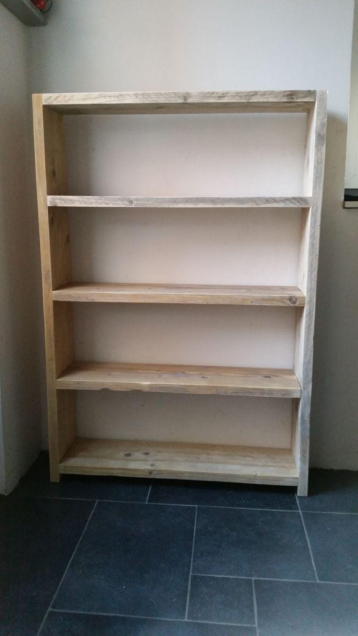 Schoenkast / kast gemaakt uit gebruikt steigerhout. Shoe cabinet / cabinet made from used scaffolding wood.