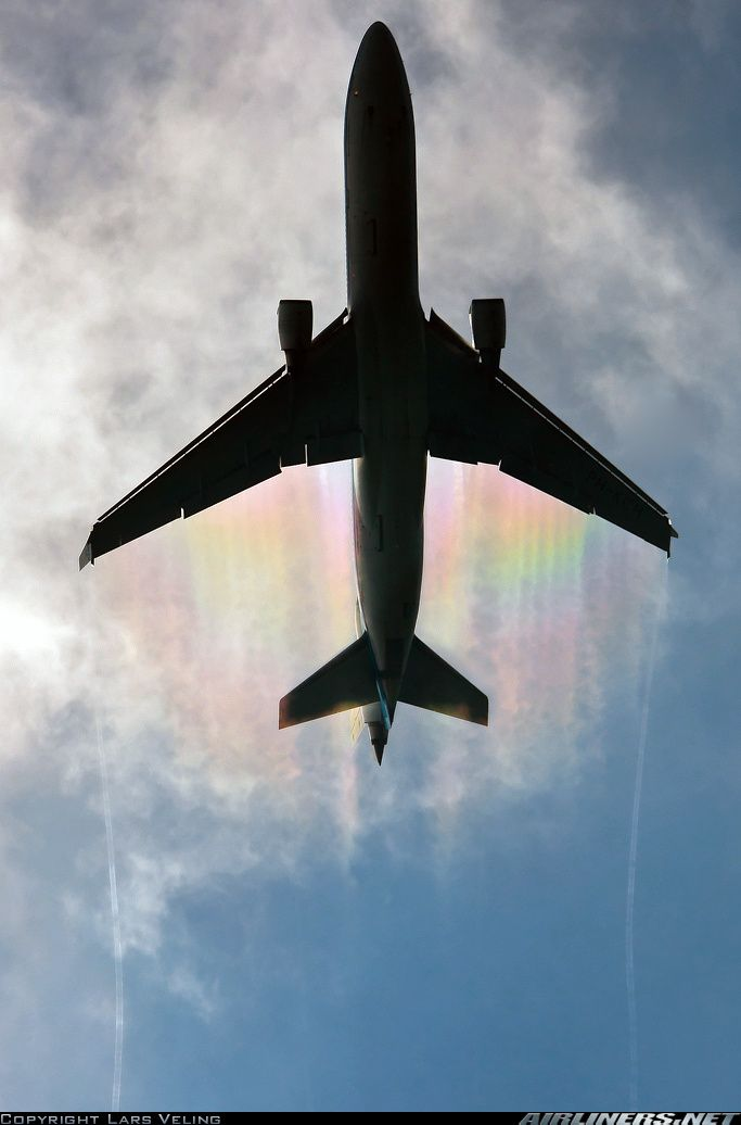 McDonnell Douglas MD-11 with rainbow vortices