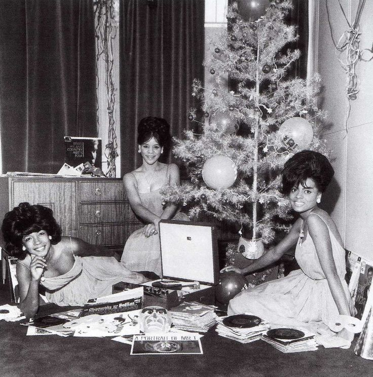 Diana Ross and the Supremes | Christmas Records... || The Jackson 5 Vintage https://www.pinterest.com/pin/160370436709004640/