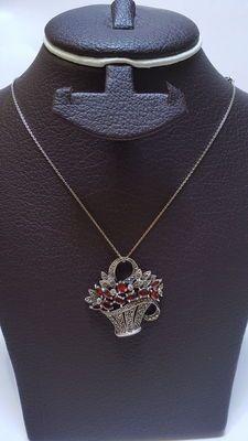 Zilveren ketting met hanger met motief voor dames. Robijnen met markesiet stenen.
