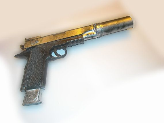 Lara Croft Tomb Raider 2013 Tactical Pistol (fully upgraded version)