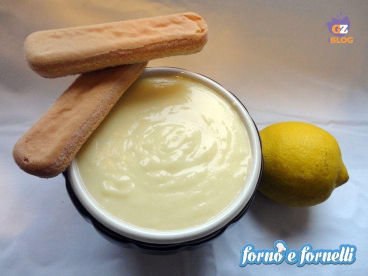 La crema pasticcera è una ricetta base di mia mamma, semplice e leggera da fare subito...provate la mia ricetta!