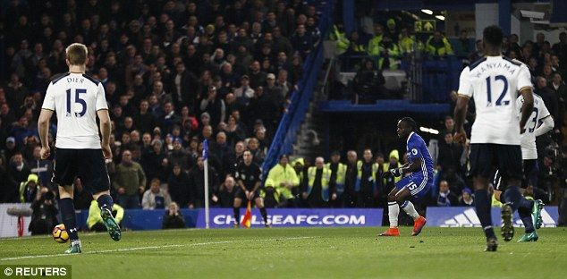 Victor Moses (centre) scored the winner as Chelsea returned to the top of the Premier League