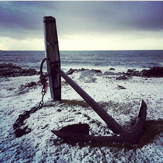So it begins, twists and turns… Winter has visited and left its first marks. Relish the variety! ⚓️ Regram from @gilda014 #lionsandcranes #lionsocranes #firstsnow #förstasnön #anchor #ankare #scandinaviandesign #svenskdesign #swedishdesign #design...