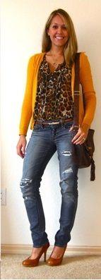 Оранжевый кардиган, темные джинсы, леопардовый шарф, коричневая сумка, коричневые ботильоны