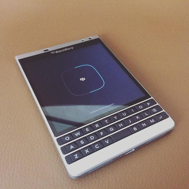 #inst10 #ReGram @choto.ceo: #6월 시작! 아직 절반이나 남은 2016년 더 재밌게 알차게 조금은 남다르게! - 상반기는 넘 평범했어   . . #Reload #Idea #SomethingNew #ChotoHRD #HRDesigner  #SomethingSpecial #Choto_ing #Blackberry #Passport #목표달성 #BlackBerryClubs #BBer #BlackBerryPhotos #BlackBerryPassport #Passport #BlackBerryPassportSE