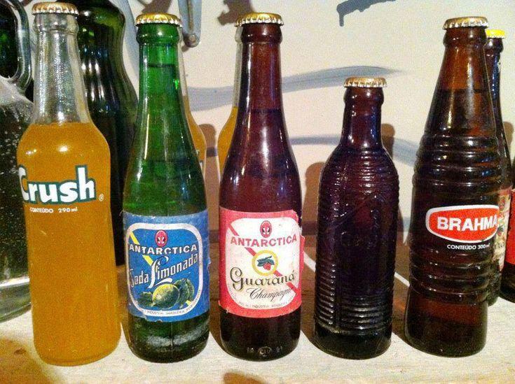 Quem viveu os anos 80 lembra destes  refrigerantes crush fratelli entre outros. Eu lembro bem, mas jamais consumi, pois  nunca gostei de refrigerantes. (Jade Lacerda)