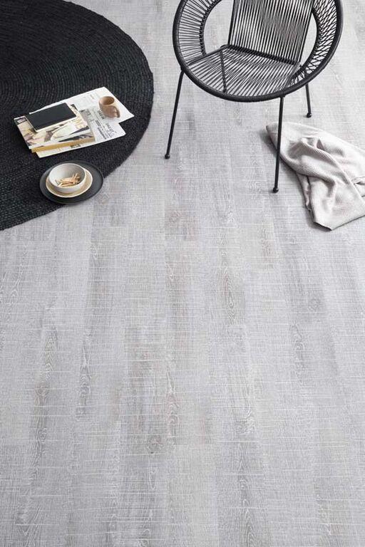 KARWEI | Met een mooie lichtgrijze vloer oogt je woning groter.  #woonwekenbijkarwei