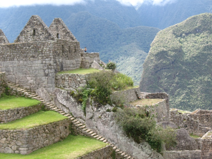 The lost city of the Incas, Machu Picchu, 7000 feet above sea level and cradled between the Peruvian Andean mountain range, the grand city of Machu Picchu, `Machu Pikchu´ in Quechua, which means `Old Peak´ rises above the Urubamba Valley below, 80 kilometers northwest of Cuzco #travelgroup #traveltourgroup #MachuPicchu #Incatrail #Perutours