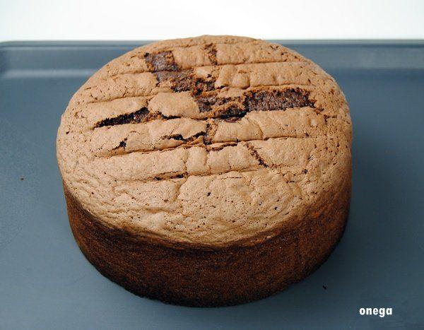 Este bizcocho es, en mi opinión, PERFECTO, para hacer tartas de cumpleaños infantiles (bueno, también para los más mayorcitos), ideal para dividir en 3 capas y rellenar con lo que más te guste, bie…