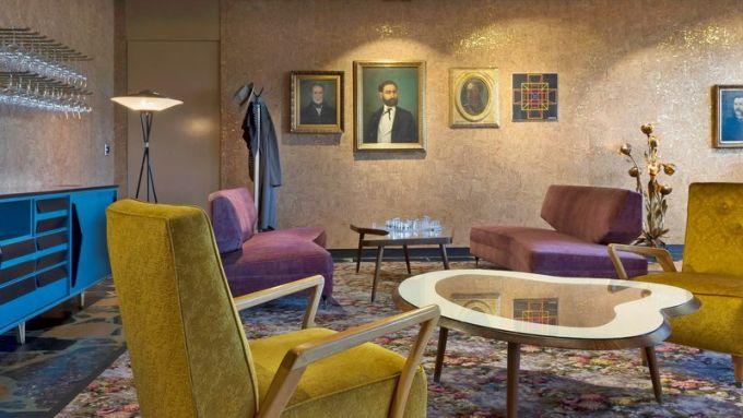 Na teracové podlaze v Monster salonu jsou položeny tkané koberce Axminister, které jsou proslulé vysokým komfortem a výdrží