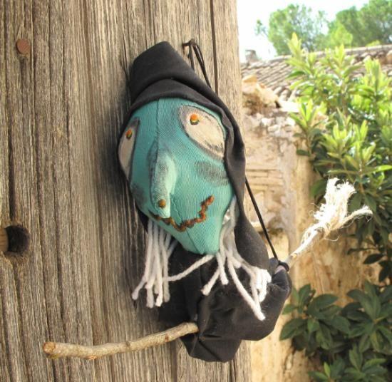 la bruja maruja  tela lana  y pinturas artesanal  hecho a mano