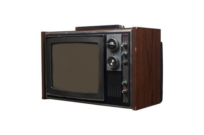 televizyon sesini açmak ve kanalları değiştirmek için her defasında kalmak ve üstündeki düğmelere basmak demek