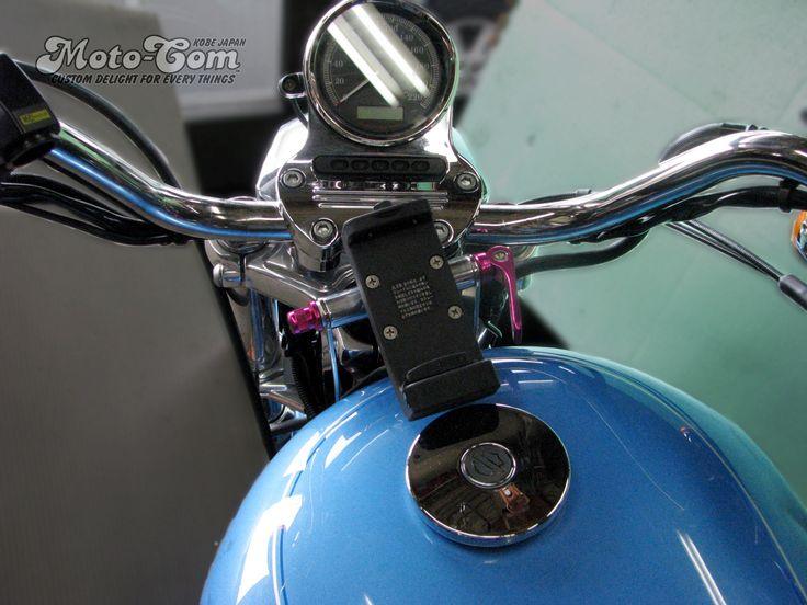 [5/5]  XL1200Lへユピテル製のバイクナビ用マウントステーを製作しました。◆ハンドル側に固定していませんので向きが変わりません。◆クイックレバーを緩めて角度調整もできます。