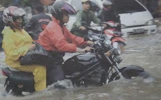 Paddock Bikers: Art Riding saat menghadapi banjir