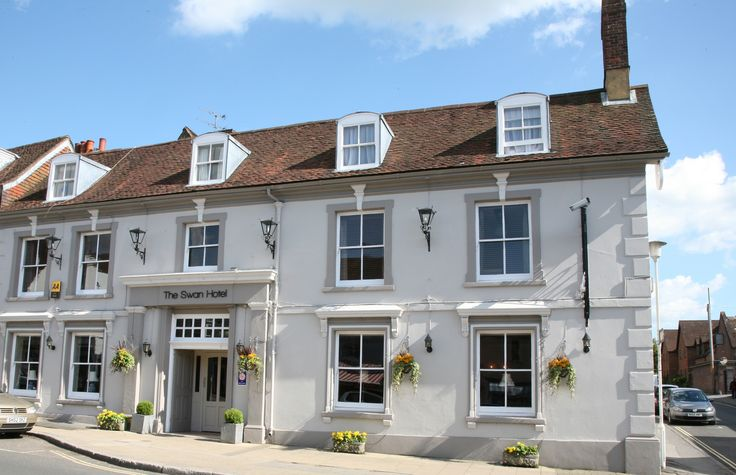 The Swan Hotel: from the middle of the 18th century, the Swan was the principal coaching inn of the town. This Grade II listed building now offers 23 well appointed en-suite bedrooms. #visitWinchester #Winchester #hotel