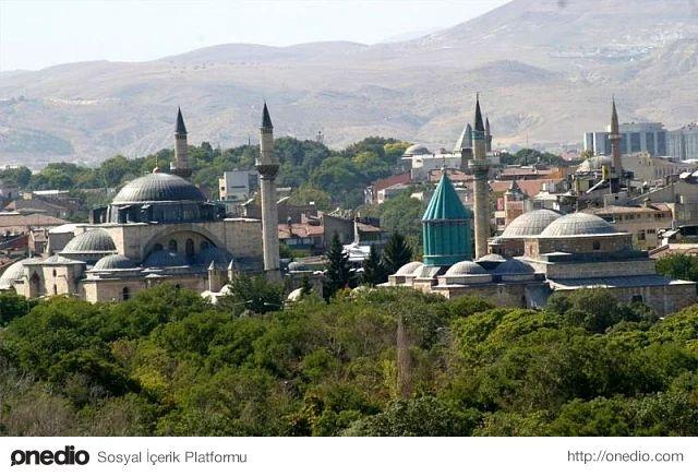 Konya, tarihi ve kültür mirası ile tam bir açık hava müzesi. Hz. Mevlana`nın iklimini hissetmek, onu yaşamak isteyenler yolunu muhakkak bu kente düşürmeli.