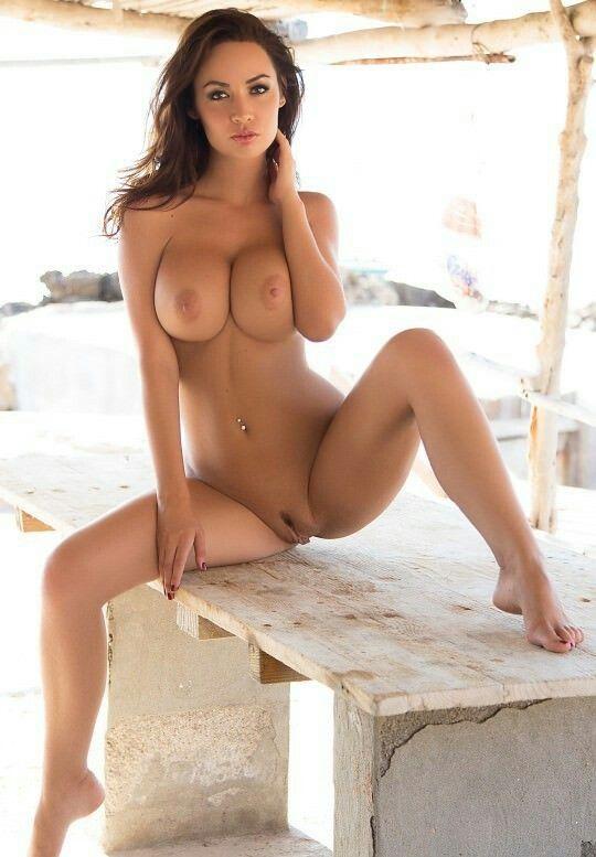 Naked pregnant girls body