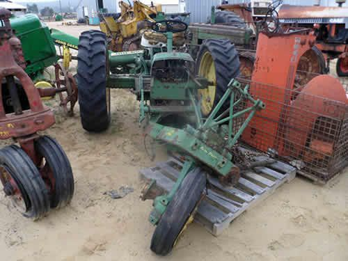 John Deere 2010 tractor salvaged for used parts. This unit is available at All States Ag Parts in Downing, WI. Call 877-530-1010 parts. Unit ID#: EQ-24859. The photo depicts the equipment in the condition it arrived at our salvage yard. Parts shown may or may not still be available. http://www.TractorPartsASAP.com