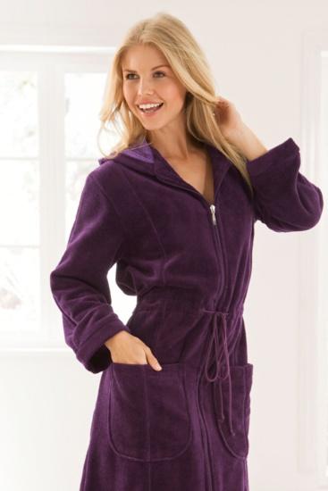 Bademantel für Damen mit Reißverschluss. Dies ist einer der beliebtesten Artikel in unserem Bademantel Online Shop. Viele Damen suchen einen modischen Bademantel mit Reißverschluss.  http://www.bademantel24.de