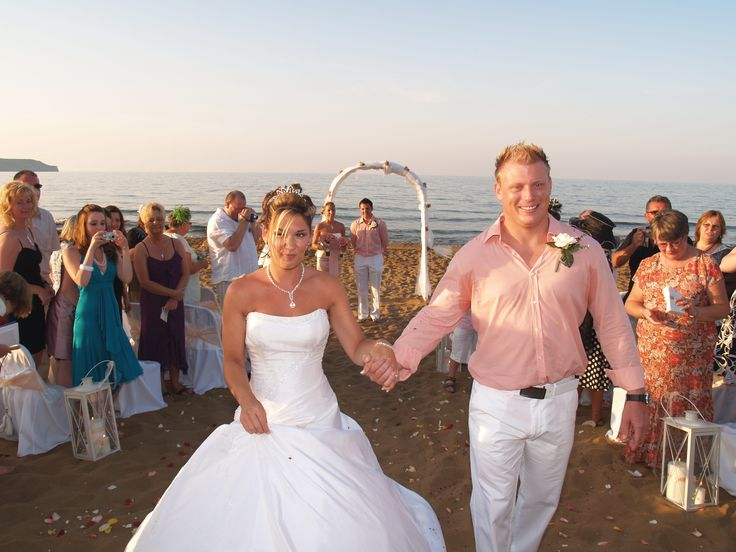 A civil wedding at the beach of Stalos. In a very moving ceremony, Darren & Xennifer join their lives forever!