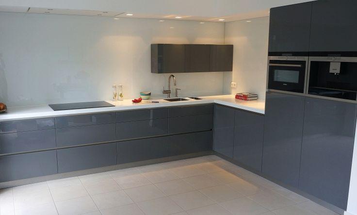 Kleine keuken ideeen grijs en wit google zoeken keukens pinterest interiors and google - Kleine amerikaanse keuken ...