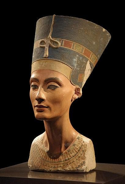Busto de Nefertiti achado em Tell el-Amarna
