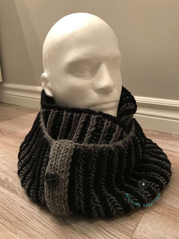 Très grand snood réversible gris et noir avec 3 boutons en déco  tricoté main par EmmaHDesign