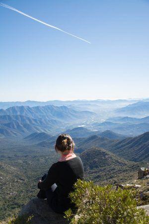 Reflexión sobre viajar siendo mujer, ya sea sola o acompañada por otra mujer. Análisis sobre la sociedad actual, y la elección de viajar sola como mujer.