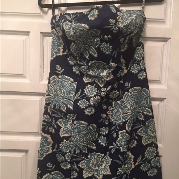 Tommy Hilfiger tube summer dress Tommy Hilfiger tube summer dress. Size 6. Worn once. Super cute blue floral. Perfect for a bar b que or an afternoon out shopping. Pair with heels or flats. Tommy Hilfiger Dresses