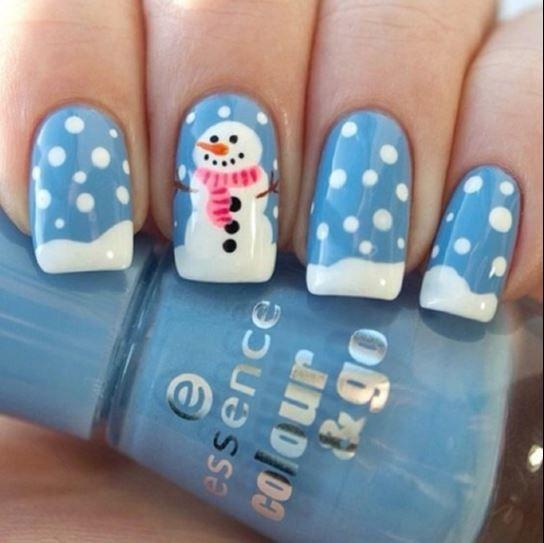 Pupazzo e fiocchi di neve! La #manicure divertente e nataliza per le tue feste #nailsart #nails #xmas