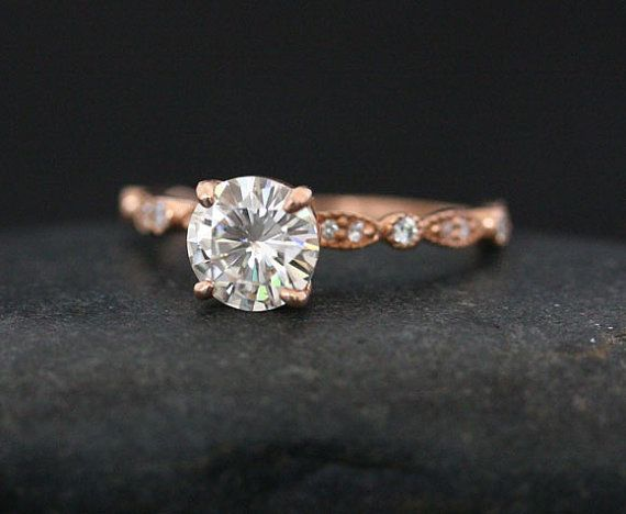 Brilliant Moissanite Engagment Ring in 14k Rose Gold with