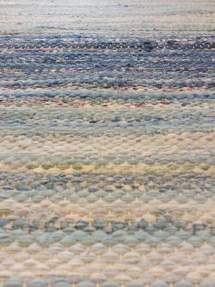 Tästä mä tykkään. Tällä Kiikan kunnasta peräisin olevalla tekniikalla olen tehnyt aika paljon mattoja sen jälkeen kun sen koulussa opin . Ke...