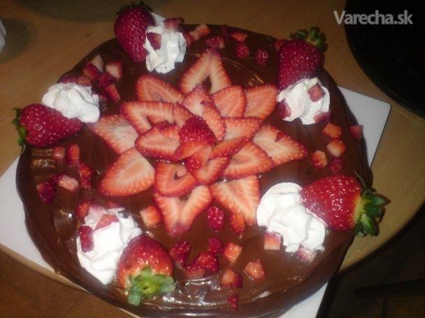 Táto čokoládová torta patrí medzi moje obľúbene dezerty, robievam ju keď mam  neohlásenú návštevu ale hoci aj ako nedeľňajší dezert. Má ľahkú a rýchlu prípravu,  najdôležitejšia je organizácia... keď si všetko vopred pripravíme a vymeriame pečenie ide  raz dva :-) Recept pochádza od mojej starej mami len som ho troška obnovila ...