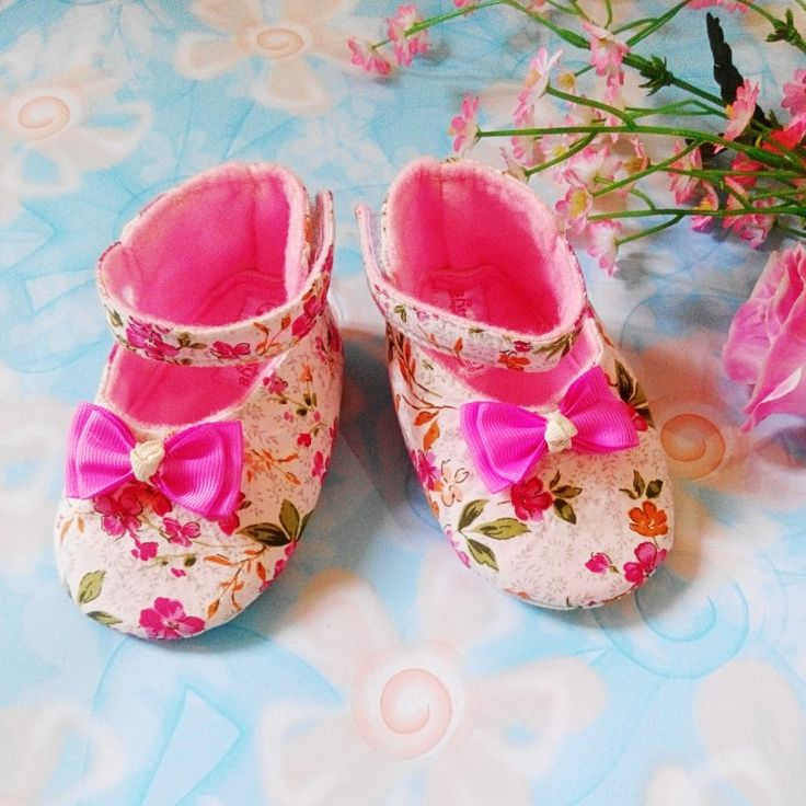 pre-walker baby shoes 0-5 mo $15