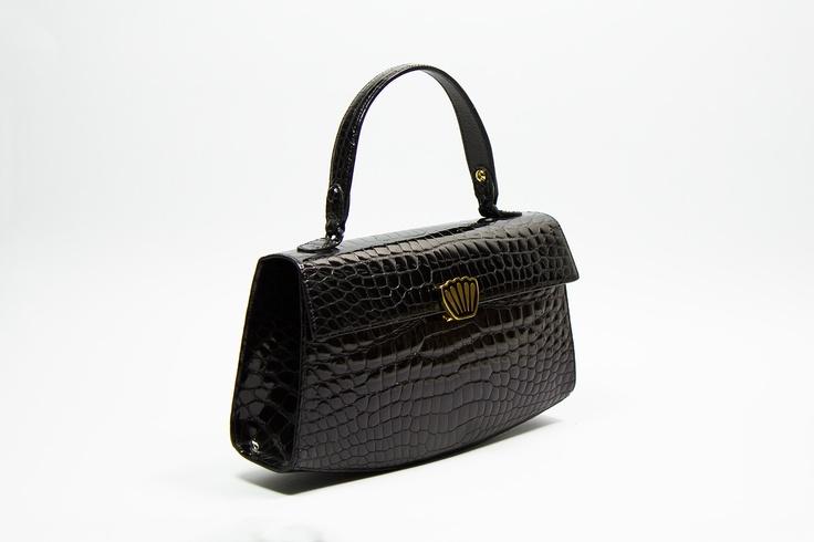 AGATA   Elegant bag, front closure and single handle