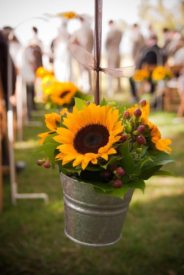 Sommerdekoration Hochzeit hängen Zink Container Sonnenblumen Beeren